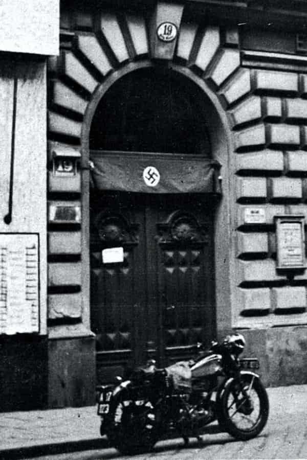 Casa de Freud con cruz gamada