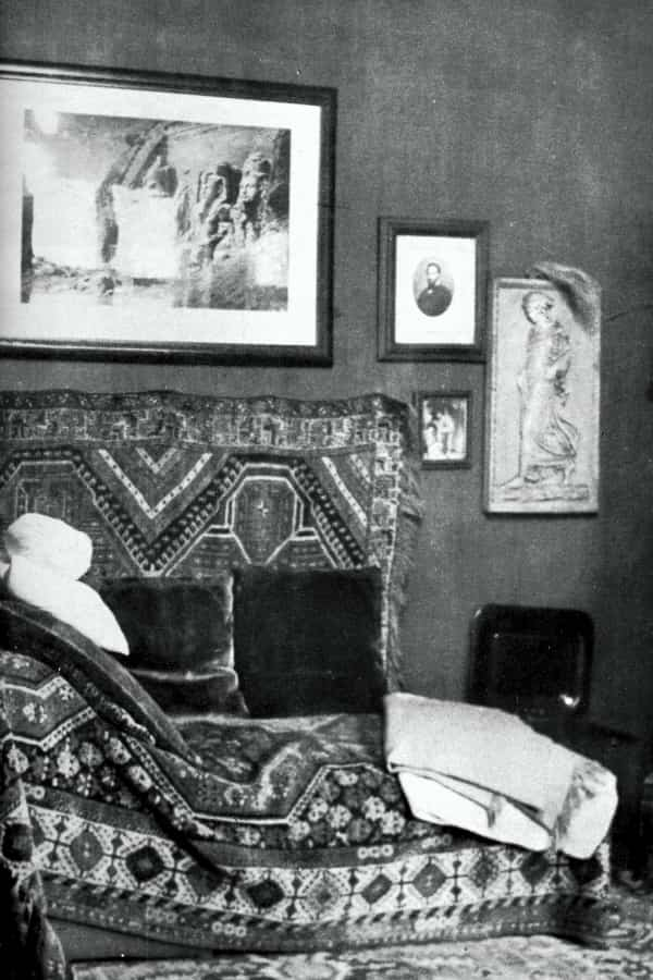 diván del padre del psicoanálisis
